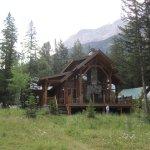Photo de Castle Mountain Chalets