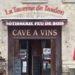 Taverne cave à vin vue de face