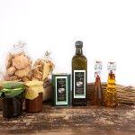 Alcune delle cose da noi prodotte: Cantuccini alle mandorle, olio d' oliva, marmellate di frutta