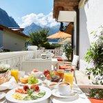 ... ein köstliches Frühstück von der Terrasse des Alpen Wellness Hotel Barbarahof