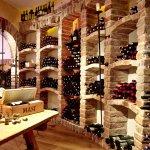 Unsere Dipl. Sommeliers verwöhnen Sie mit besten Weinen aus unserem exklusiven Weinkeller