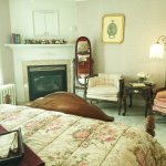 Victorian Room - Queen Bed and Private Bathroom
