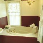 Contessa Room - Bathroom Tub