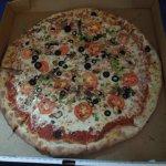 The pizza (veggie)