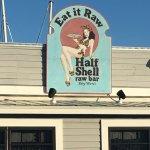 Half Shell Raw Bar Foto