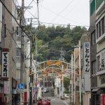 ホテル前には日本一の弘法大師像がある今山大師さまが見えます
