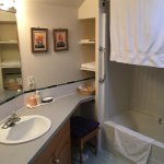 Twin Room en-suite bathroom