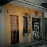Photo de The Yellow House