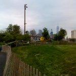 En los jardines que dan al río Hudson