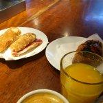 ボカティージョ、オレンジジュース、カフェコンレチェ