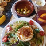 salad with goats cheese, olives, sangria and fried seafood