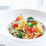 Fettucine primavera: excellent choix pour les végétariens ou végétaliens