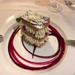 Salade de crevettes et saint -Jacques , entrecôte rassise sur l'os beurre maison pommes allumett
