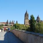 Catedral Nueva desde el Puente Romano.
