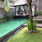 Kolam renang dan tempat bersantai