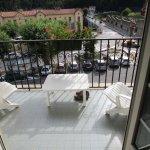 vue de la chambre et petit balcon bien agreable