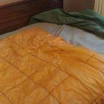 Duvet de camping qui fait office de couverture de supplément