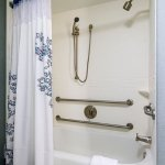 Accessible Suite Bathroom – Tub