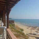 Taverna Michalis liegt direkt am Strand