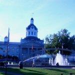 Kingston Waterfront - Park und Rathaus