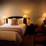 Estándar Single:  cama full XL size, TV por cable, wifi, calentador.