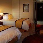 Estándar Doble: 2  camas full size, TV por cable, wifi, calentador.