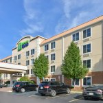 Photo of Holiday Inn Express - Wixom