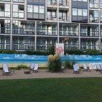 Innenhof mit Strandpanorama