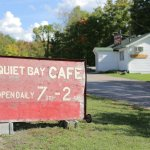 Photo de Quiet Bay Log Motel & Cafe