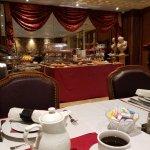 Full breakfast room. Wonderful decor and linens