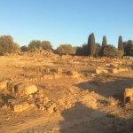 Ruinas de la ciudad y al fondo los jardines Kolymbethra. El más antiguo de la humanidad