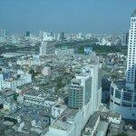 Вид на город с 32 этажа нашего номера.