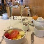 Tolles Frühstücksbüffet mit Champagner (inklusive)