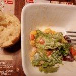 salade accueil et pain pas cuit