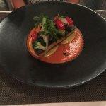 Filet de loup de mer snacké, raviolis aux aubergines