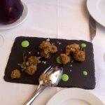 Ortigas de mar con wasabi y wakame