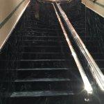 L'escalier menant à la réception.