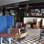 ngenehme, ungezwungene Atmosphäre im Stil eines modernen Bistro-Restaurants