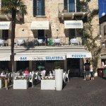 Bardzo przyjemna restauracja! Sympatyczna obsługa, dobre jedzenie w rozsądnych cenach :)