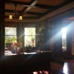 Blick vom Frühstückstisch durch den Wohnraum