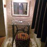 Dikiş masasından oluşan makyaj masası ve otantik pufu. :)