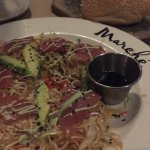 Tuna, coleslaw, avocado and wonton chips