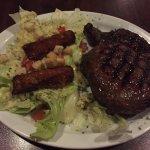 Rib Eye com salada, prato individual bem servido e gostoso!