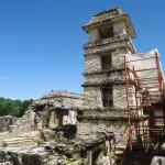 el observatorio un emplema y mistito lugar en la historia maya.