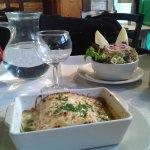 Agréable repas avec formule à 12 € entrée + plat du jour. Salade de cervelas et lasagnes épinard