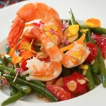 Green bean, shrimp, almond and strawberry salad