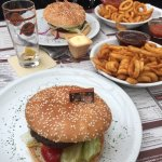 Cheeseburger mit Twister Potatos