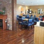 Lobby/Breakfast Bar