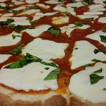 Pizza Margherita (wih fresh basl!)