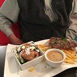 Steak, vegetables and chips